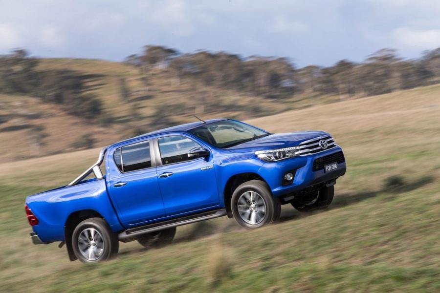 Новый Тойота Хайлюкс синего цвета