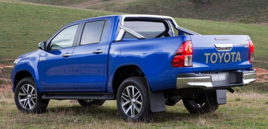 Toyota HiLux вид сзади