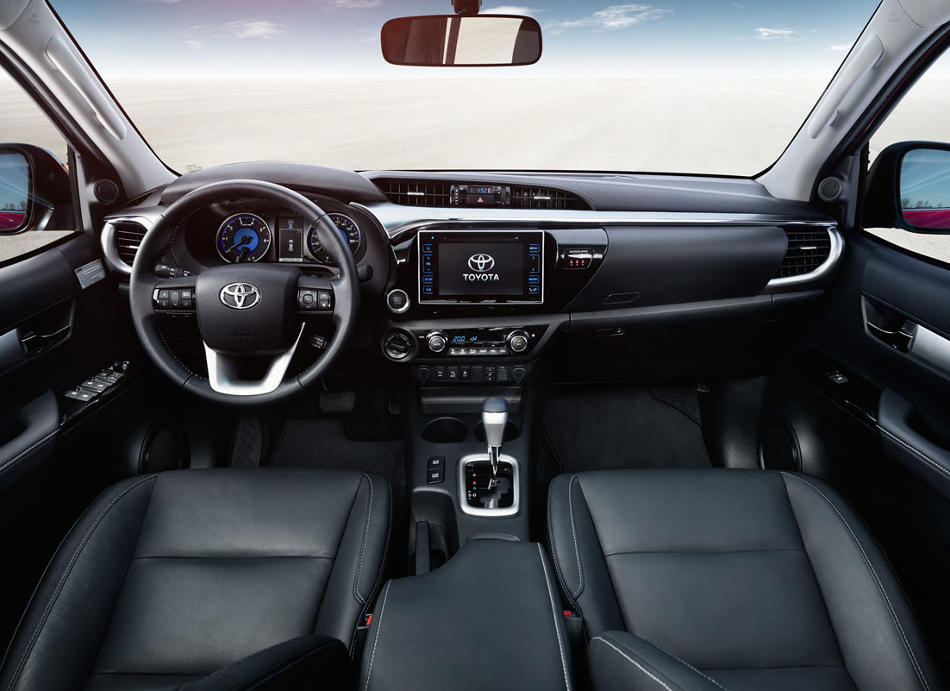 salon-novogo-pikapa-Toyota-Hilux-2016